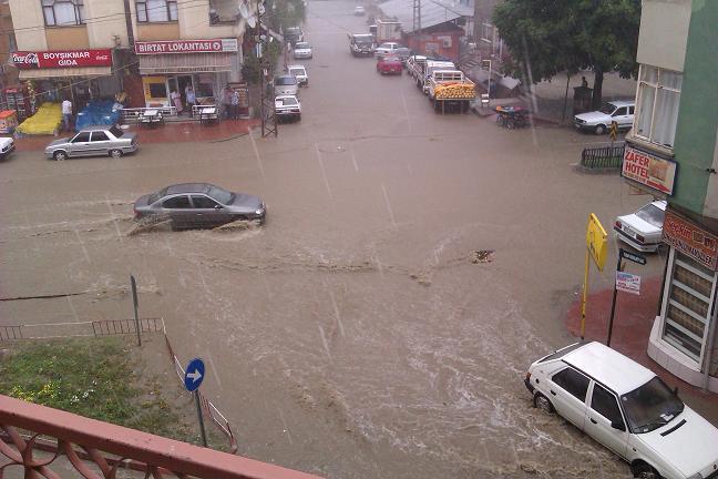 Boyabat'ta Şiddetli Yağış
