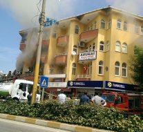 Dört Yolda Market'te Yangın Çıktı (Video Haber)